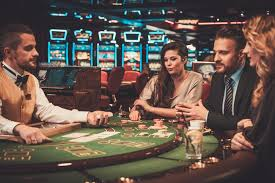 There are a selection of strengths to a online casino vs. a land-based casino in Canada.